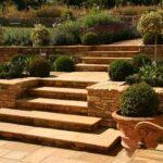 Progettare un giardino terrazzato: idee e consigli utili