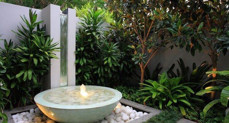 Tipica visto di giardino zen con fontana zen