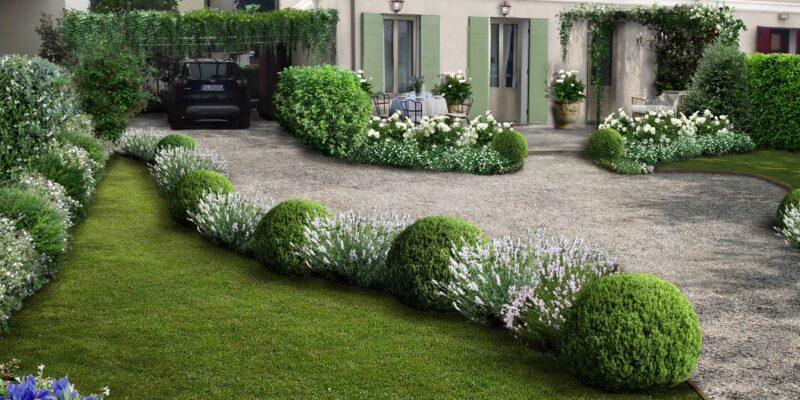 Tipico ambiente provenzale di fronte ad una casa di lusso