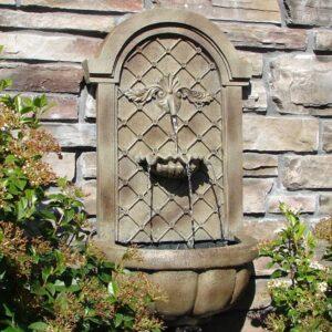 Bellissima fontana a muro esterna