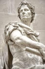 Bellissima statua antica di imperatore in marmo bianco