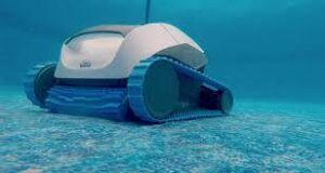Robot pulitore piscina in azione