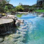 Quando la piscina naturale è una vasca idromassaggio all'aperto (anche per piccoli spazi)