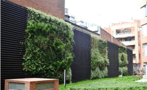 Giardino verticale esterno in complesso residenziale