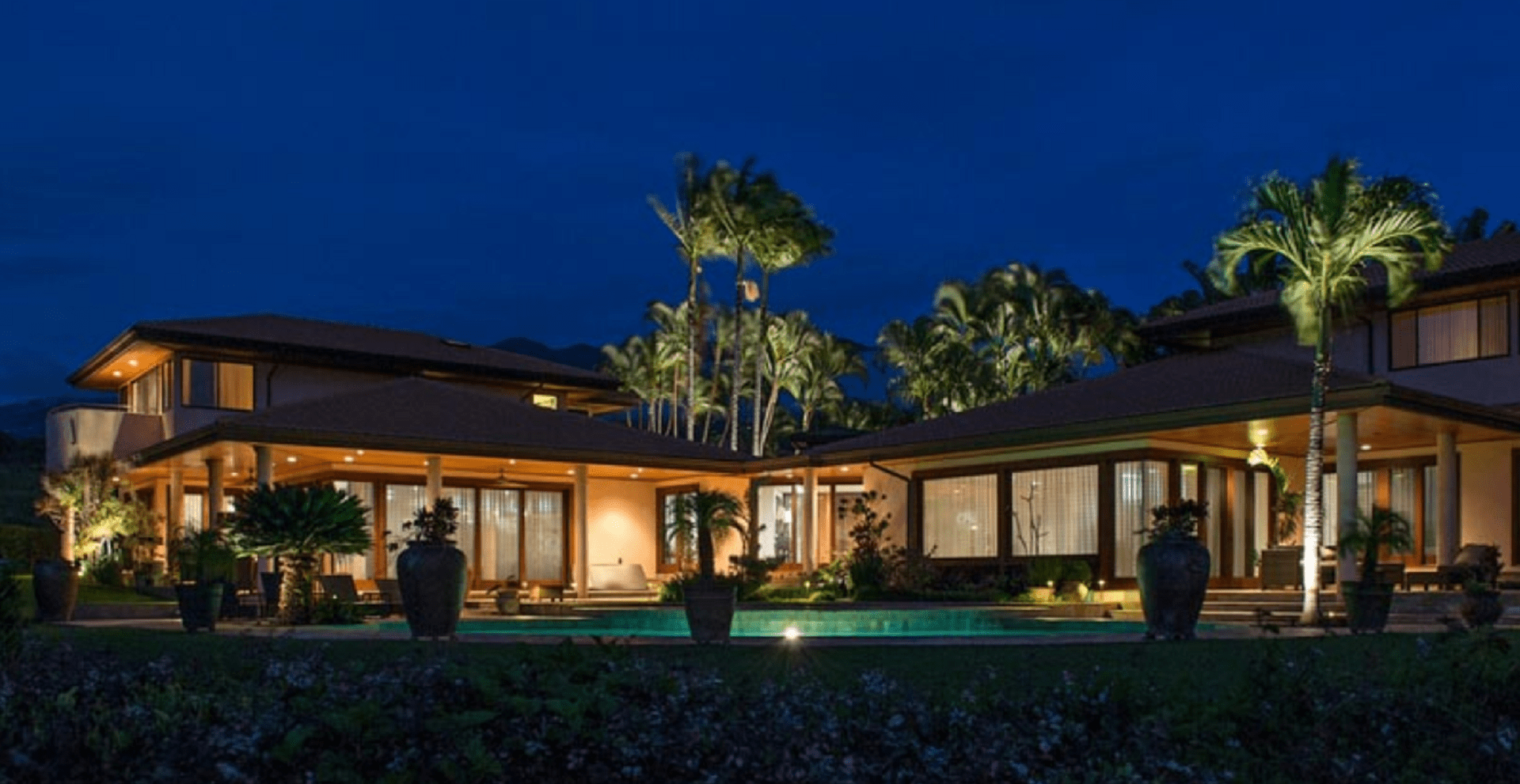 Illuminazione esterna villa classica: applique classica da esterno